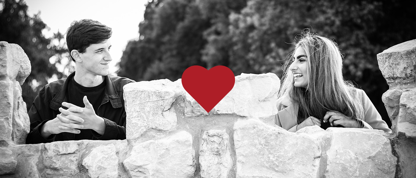 Is online dating successful? Photo from a couples photo shoot